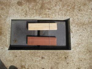 "Fresh wood in termite trial ""min-houses"""